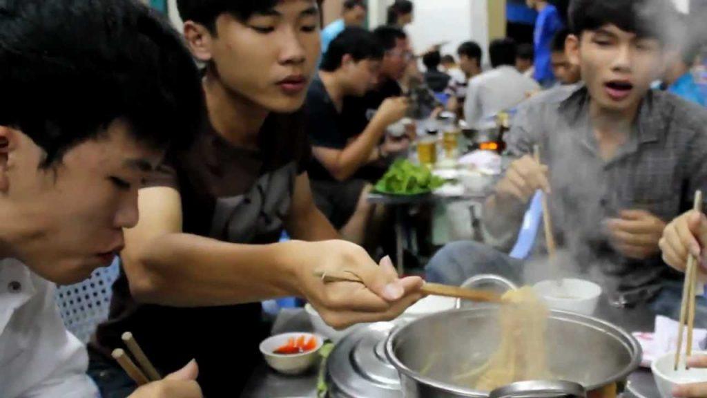 Các quán lẩu ngon ở Đà Lạt thường rất đông khách.